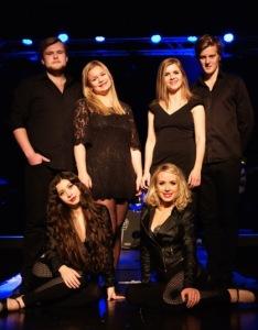 Showbøck – Underholdningssjefens Syngende Servitører – er det beste du kan tilføre enhver fest.