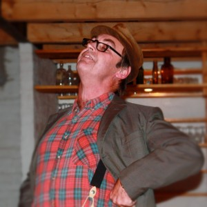 Komiker Trond Eng som Harry Fra Skogen
