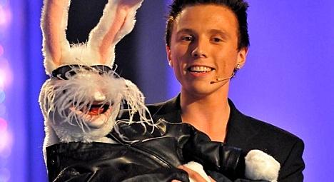 Erik Mogeno er komiker, buktaler og magiker