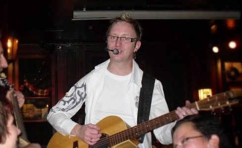 Trubadur Ole Martin er en ekte publikumssjarmør