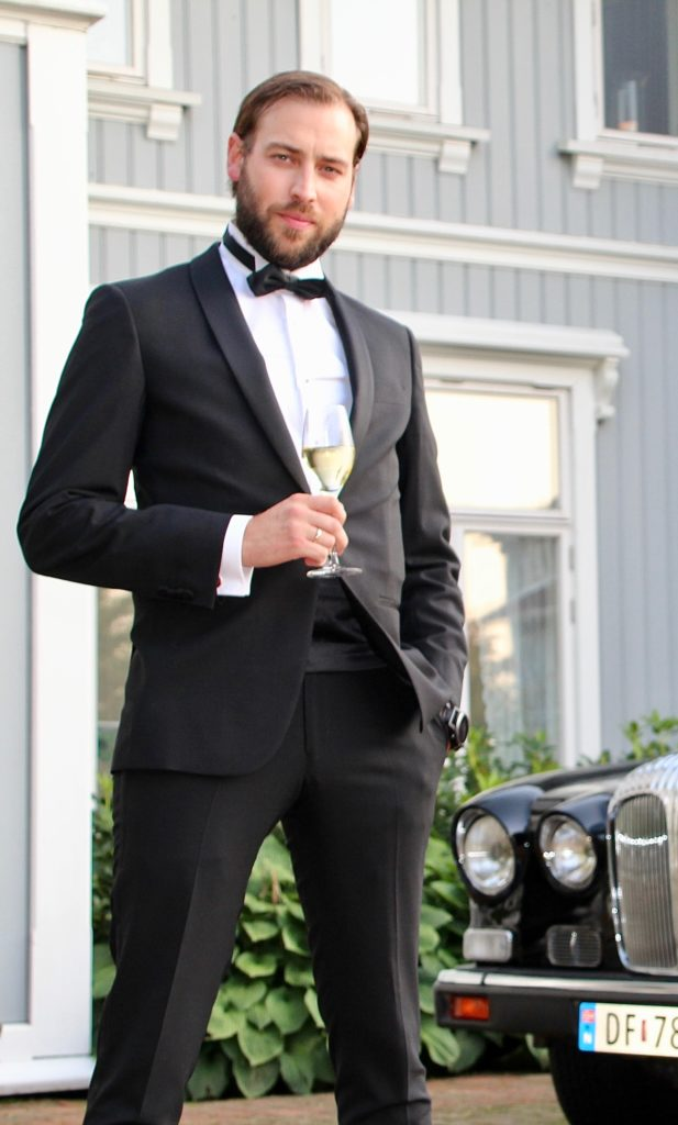Glenn Luijbregts i rollen som James Bond.