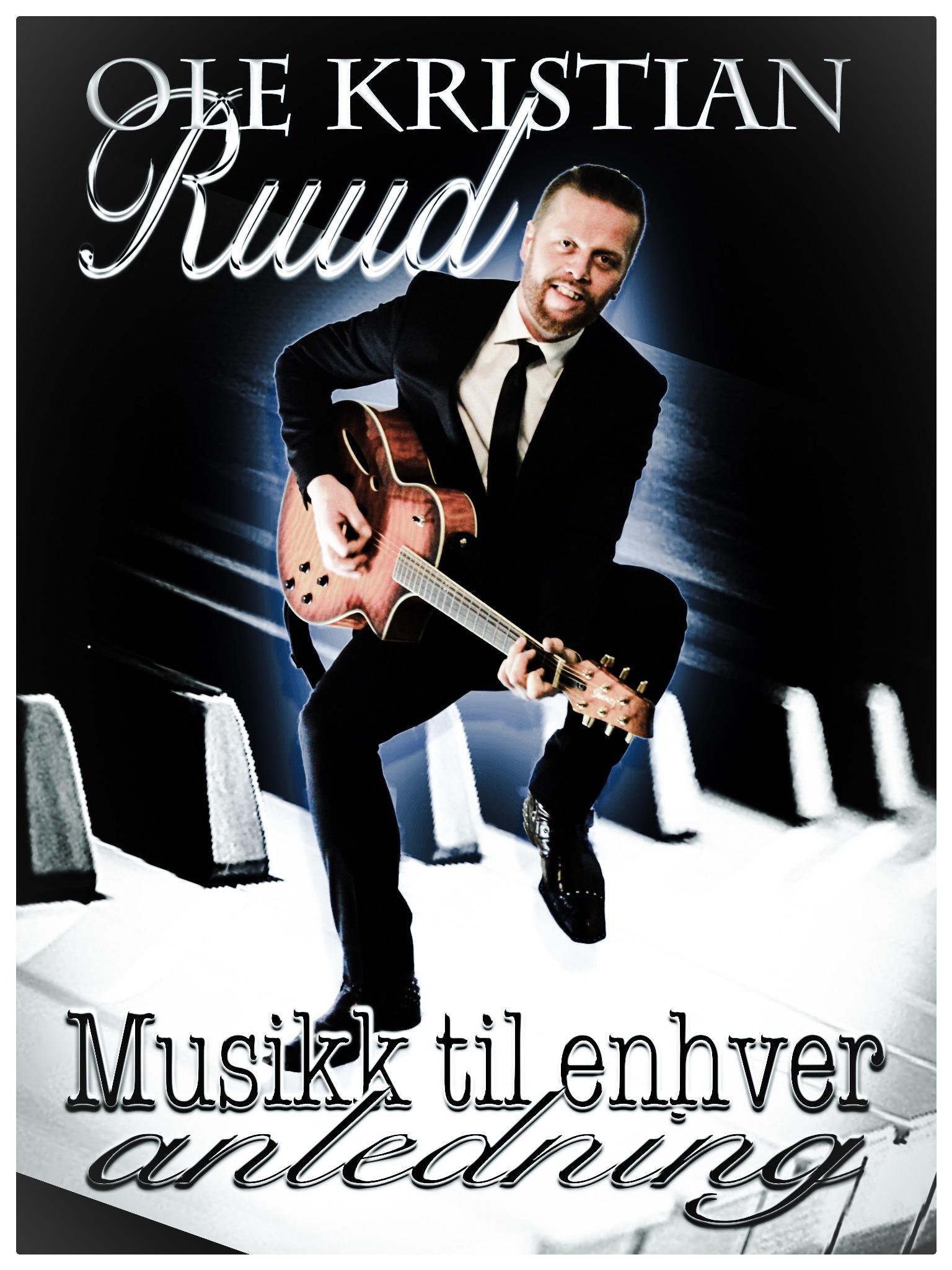 Ole Kristian er både trubadur og pianoentertainer