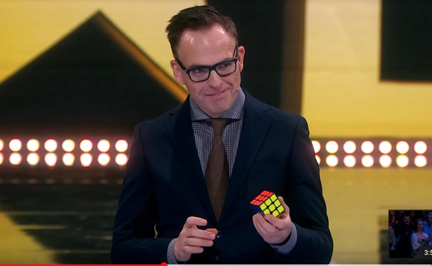 Tryllekunstner Rune Carlsen imponerte i Norske Talenter med Rubiks Kube