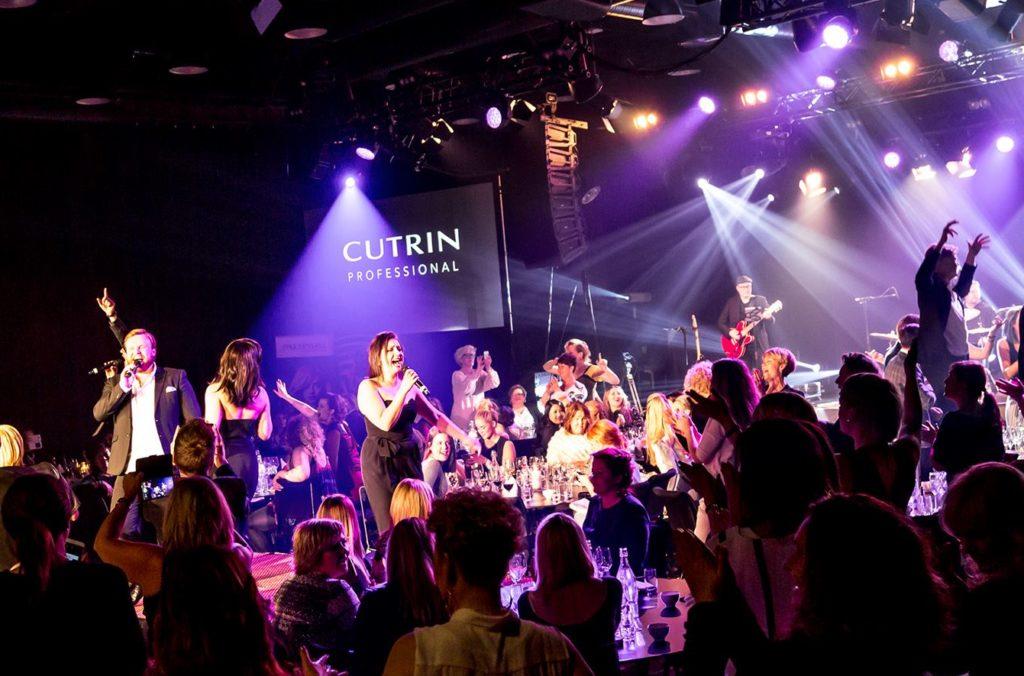 Showbøck med syngende servitører på Geilo