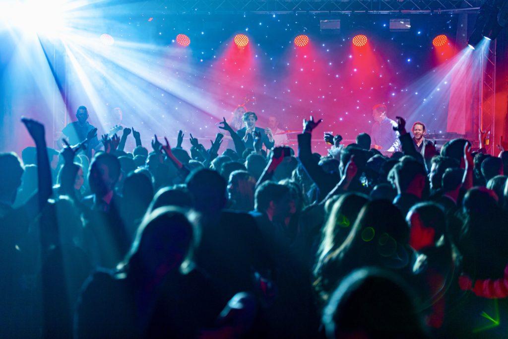 Showbøcks Partyband får alle med på moroa
