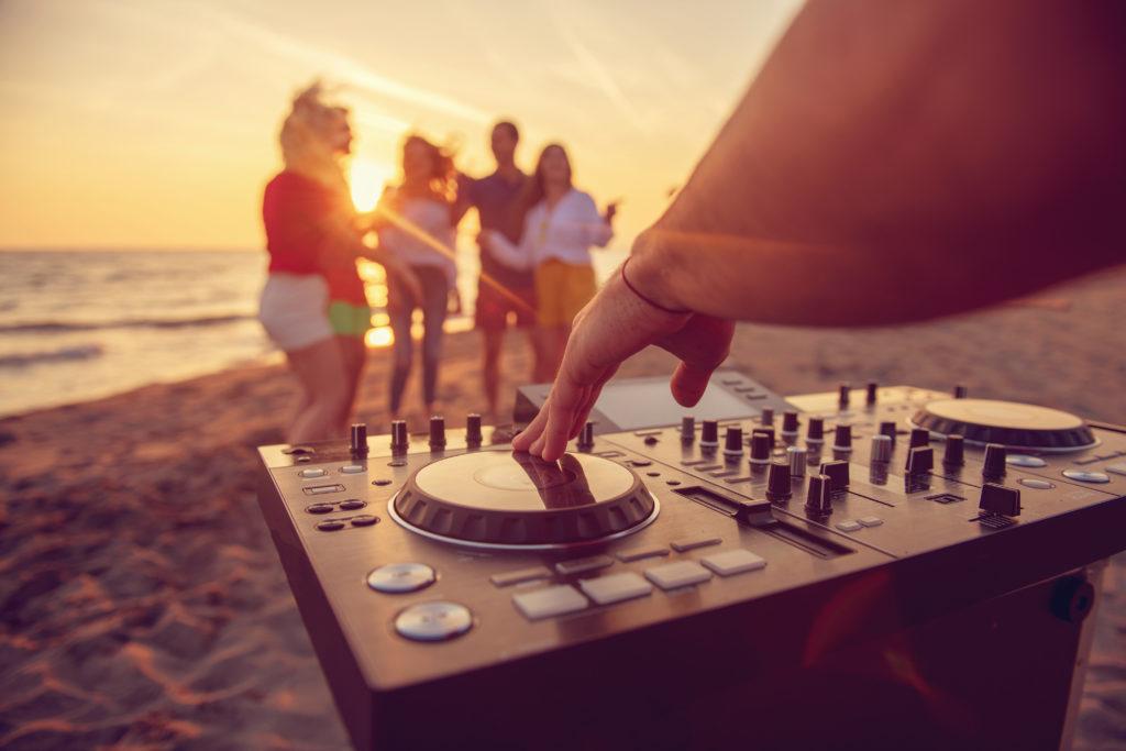 Band til sommerfest kan bookes sammen med DJ